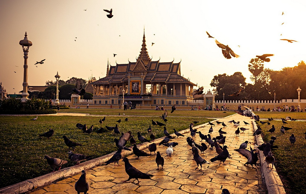 how to spend a day in phnom penh