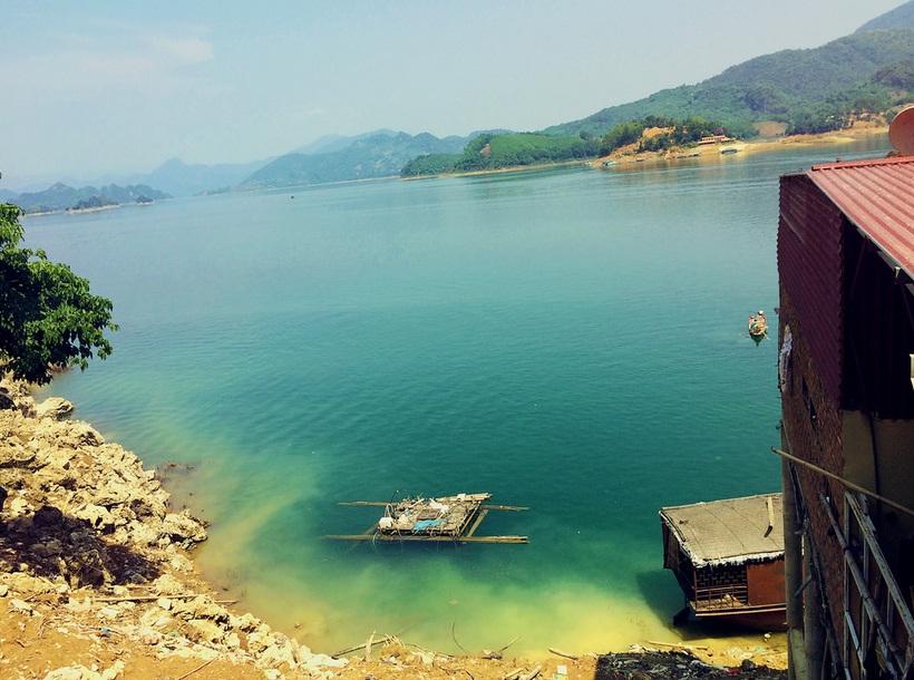 Hoa binh lake . Vietnam packages tours