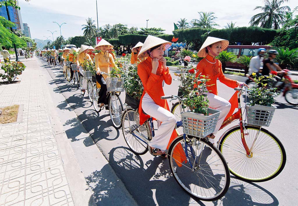 ao dai dress, ao day national dress of vietnam - buy ao dai for souvenir from holiday to vietnam