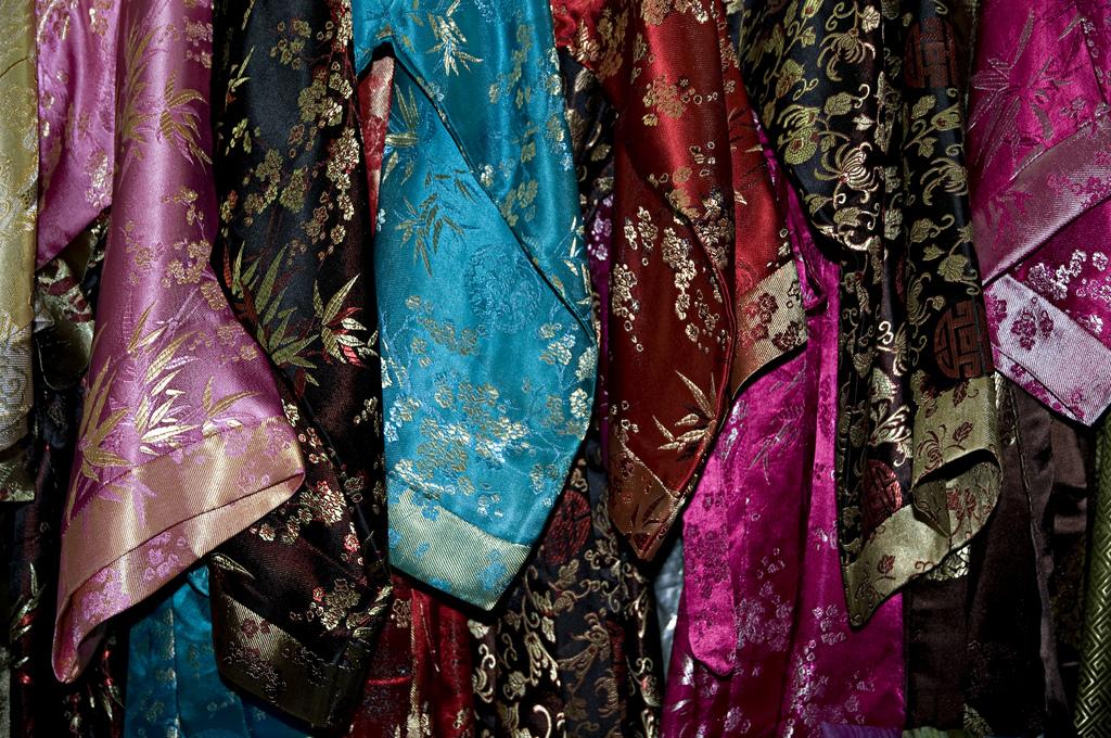 vietnamese silk buy souvenir holiday to vietnam