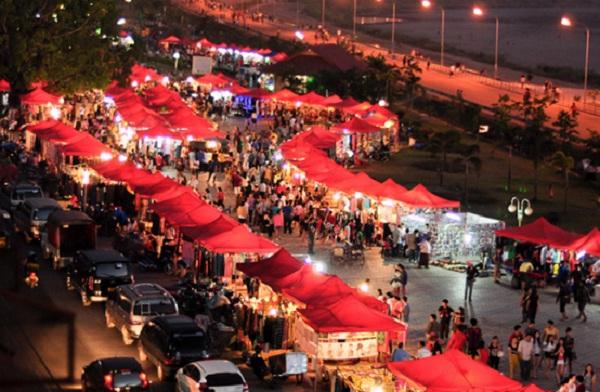 Colorful-Night-Market-Vientiane