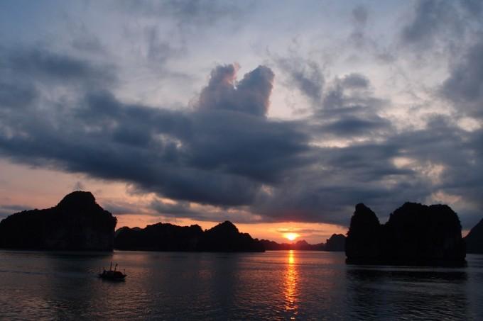 Sunset-at-Halong-Bay-680x453