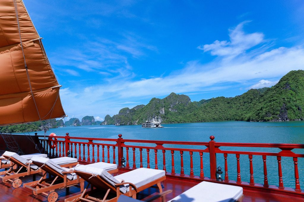 crusing in Halong Bay