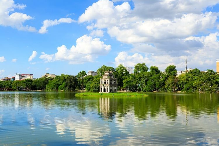 hoan-kiem-lake-Vietnam- Fine -Arts -and -Culture -tours
