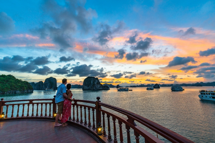 halong-Top-romantic-activities-for-honeymoon-in-Vietnam-and-Cambodia