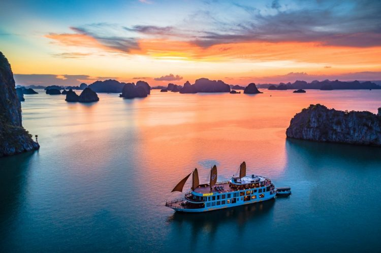 A-step-by-step-guide-to-choose- a-perfect-Halong-Bay-Cruise