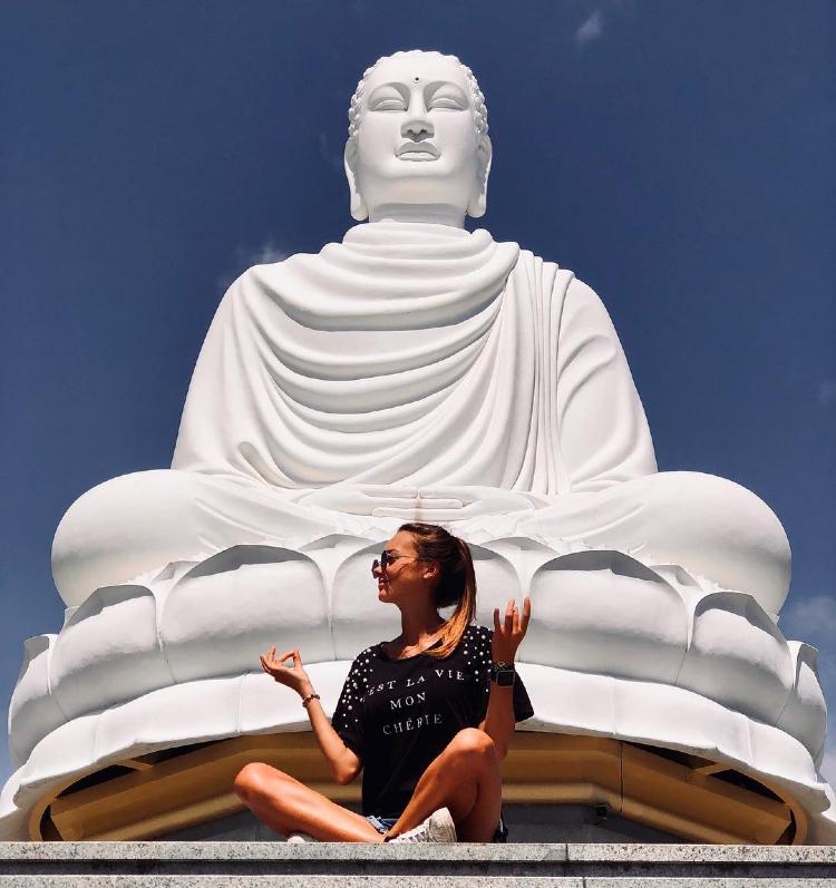 Long Son Pagoda Nha Trang A look back from the bustling life