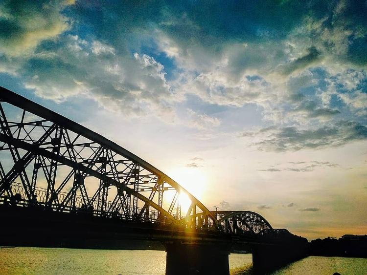 THE ROMANTIC AND HISTORICAL TRANG TIEN BRIDGE OF HUE