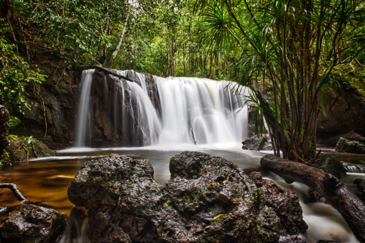 suoi tranh waterfall phu quoc