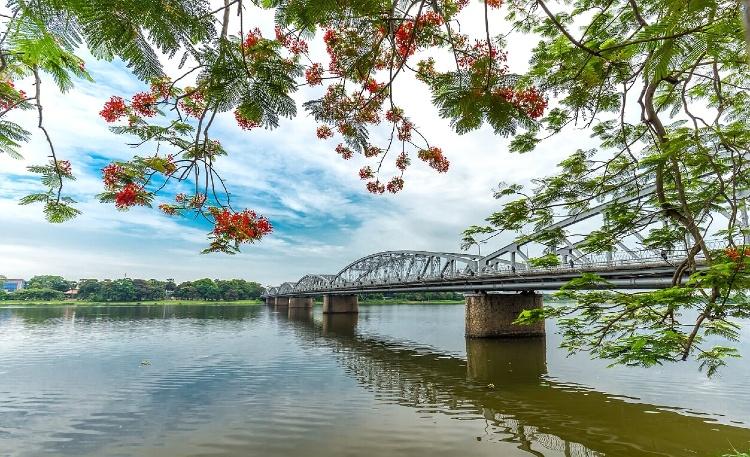HUE VIETNAM PERFUME RIVER
