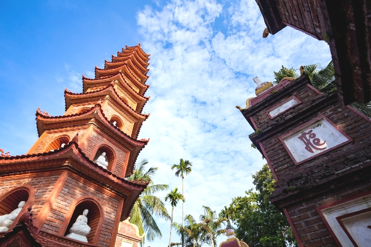 Tran Quoc Pagoda - A blooming lotus in the crowded city's heart